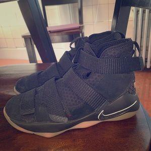 Nike LeBron Solider 11